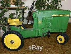 Nice USA Vintage 20 John Deere Pedal Toy Tractor