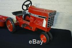 RARE VTG 1970's ERTL Farmall Pedal Tractor & Trailer Model 404, Black Stripe