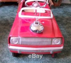 VINTAGE ALL ORIGINAL1960s MURRAY FIRE TRUCK PEDAL CAR, LADDER RACKS, GORGEOUS