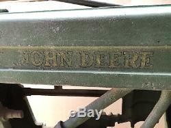VINTAGE JOHN DEERE Cast metal PEDAL TRACTOR