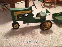 Vintage Antique John Deere Pedal Tractor Toy Model 130