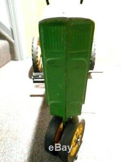 Vintage ERTL John Deere Model 20 Pedal Tractor D-65