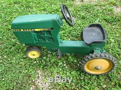 Vintage ERTL John Deere Narrow Front Pedal Tractor Model 520 Cast Aluminum