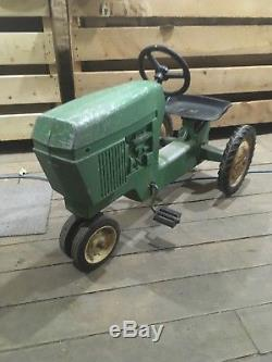 Vintage Ertl John Deere Pedal Tractor 520