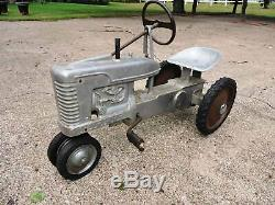 Vintage Eska IH Farmall Mid Size M High Post Closed Grill Pedal Tractor RARE
