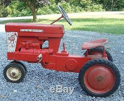 Vintage Eska International Harvester 560 Pedal Tractor