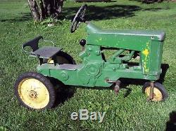 Vintage JOHN DEERE 130 Pedal Tractor ESKA ERTL pedal tractor RARE 1959 one hole
