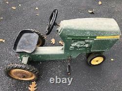 Vintage/antique John Deere Ertle #520 Pedal Tractor