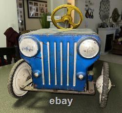 Vintage jeep hot rod pedal car