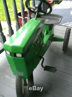 Vintage pedal tractor. ERTL FARMASTER. Made Dyersville Iowa USA. Low start $$$